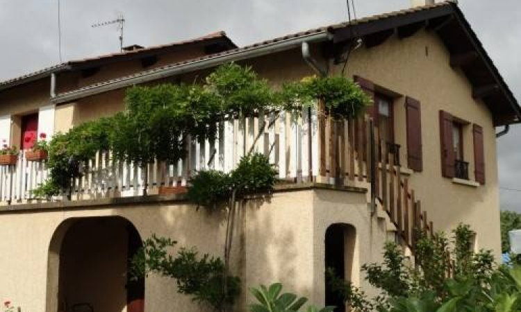 Rural lodging in the heart of the vineyards in Sarcey